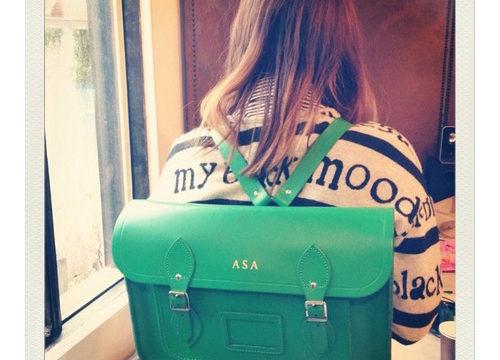 グリーンのバックパック