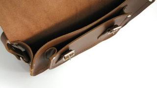 かばんの内側はどのような質感